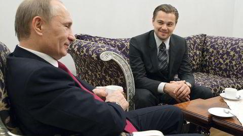 Leonardo DiCaprio skla spille Russlands president Vladimir Putin i en kommende film. Her et møte mellom de to i St. Petersburg i november 2010. Foto: Ria Novosti/Pool/Alexei Druzhinin/Reuters/NTB scanpix