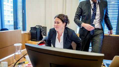 Aktor Anna Haugmoen Mo og medaktor Einar Holaker i Økokrim la ned påstand om fengsel i 11 og 13 måneder for de tidligere toppene i Tetra Pak og Tine.