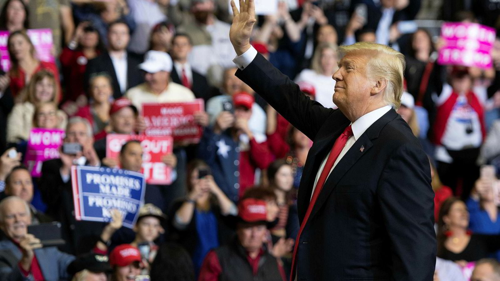US President Donald Trump arrives for a campaign rally at the Toyota Center in Houston, Texas, on October 22, 2018. (Photo by SAUL LOEB / AFP)
