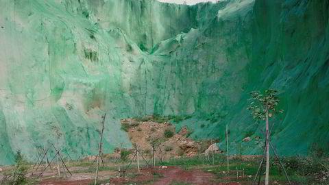 Grønt og rødt. Den innbrakte røde jorden og den grønne plasten i Dali tiltrakk Yan Wang Preston. – De dekker alt som er mindre tiltalende for øyet, med grønn plast, sier hun.