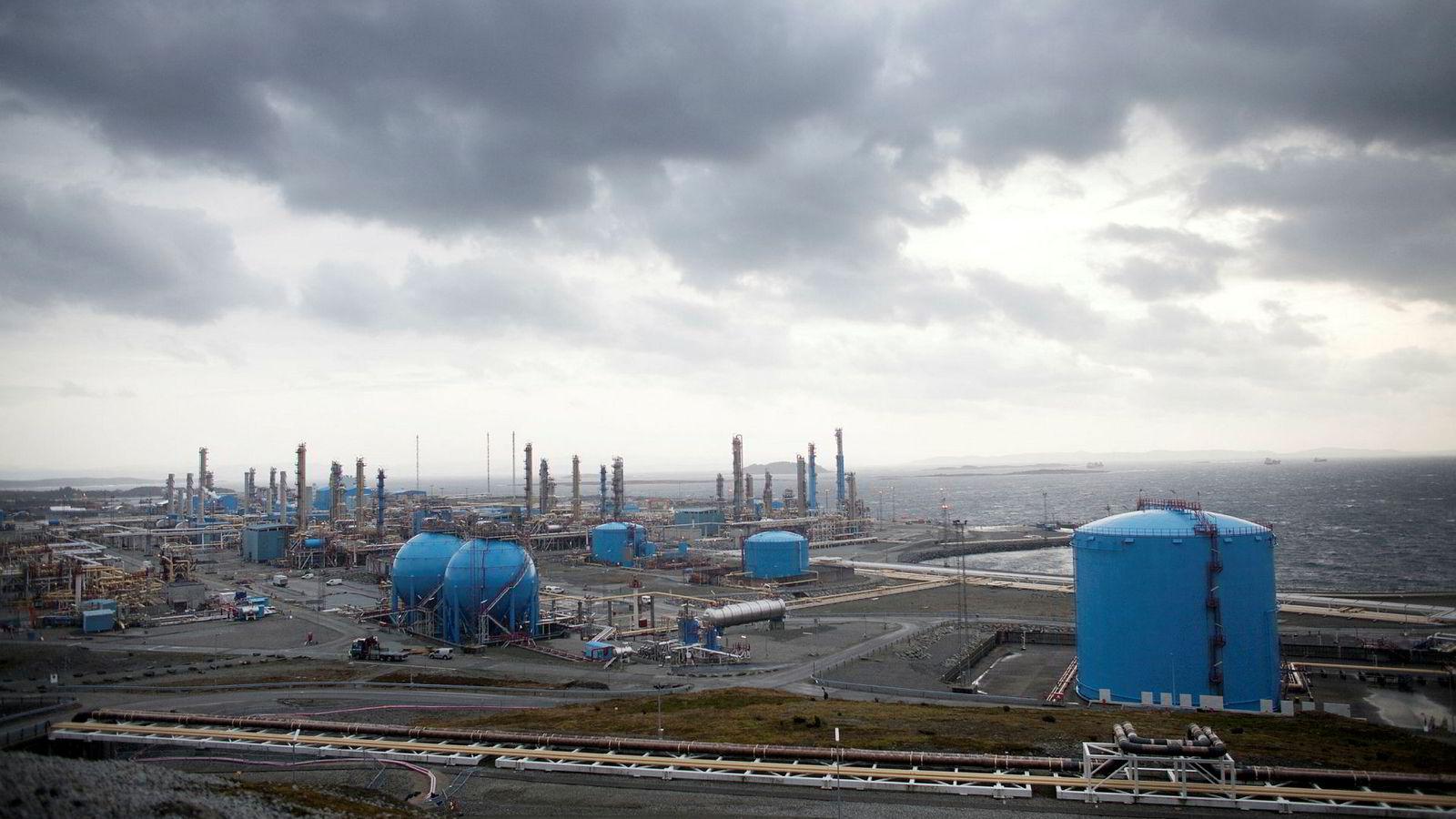 Norges viktigste bidrag til løsning av klimakrisen vil være å kutte utslippene av CO2 fra norsk territorium og vise at det går an å leve godt uten bruk av kull, olje og gass. Bildet er fra Kårstø gassterminal og -prosesseringsanlegg.