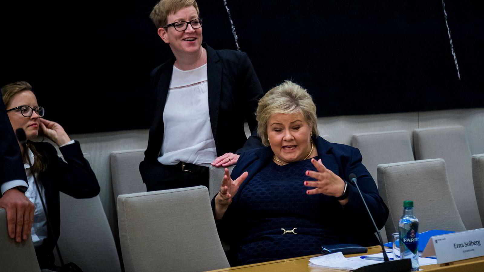 Statsminister Erna Solberg må møte i lukket høring på mandag.