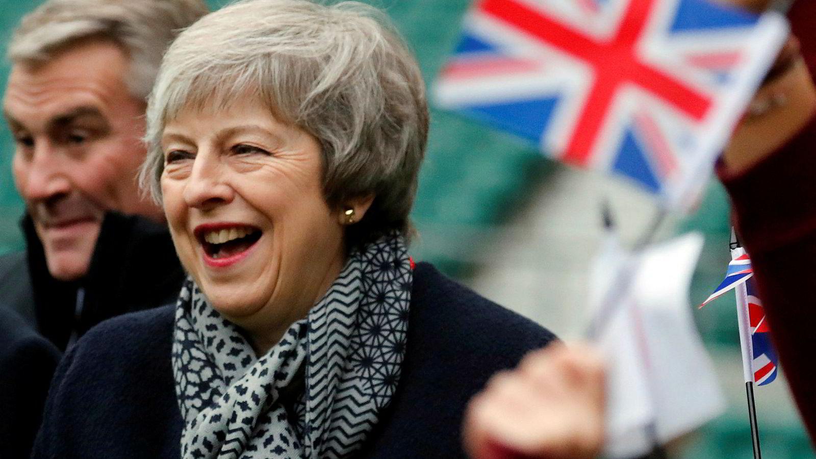 De fleste tror at Theresa May ikke vil vinne frem når det britiske parlamentet tirsdag skal stemme over utmeldelsesavtalen hun har fremforhandlet med EU. Veien videre dersom Mays forslag taper er fullstendig åpen.