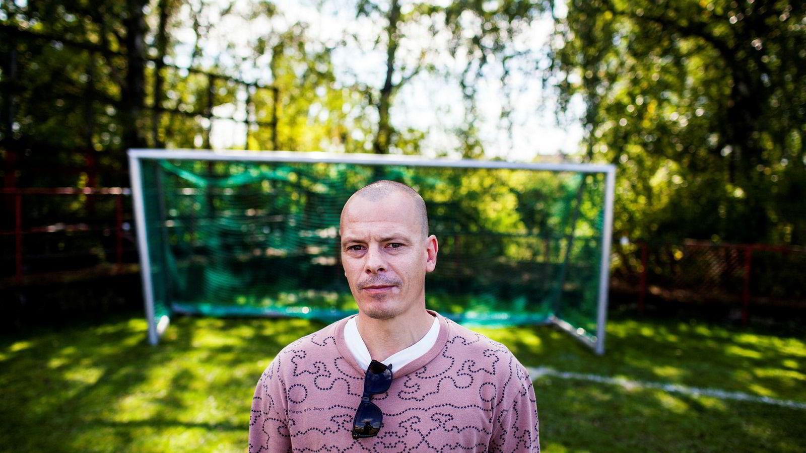 Håvard Melnæs redaktør i fotballmagasinet Josimar. Her fotografert på Voldsløkka fotballbane etter en reklameinnspilling.