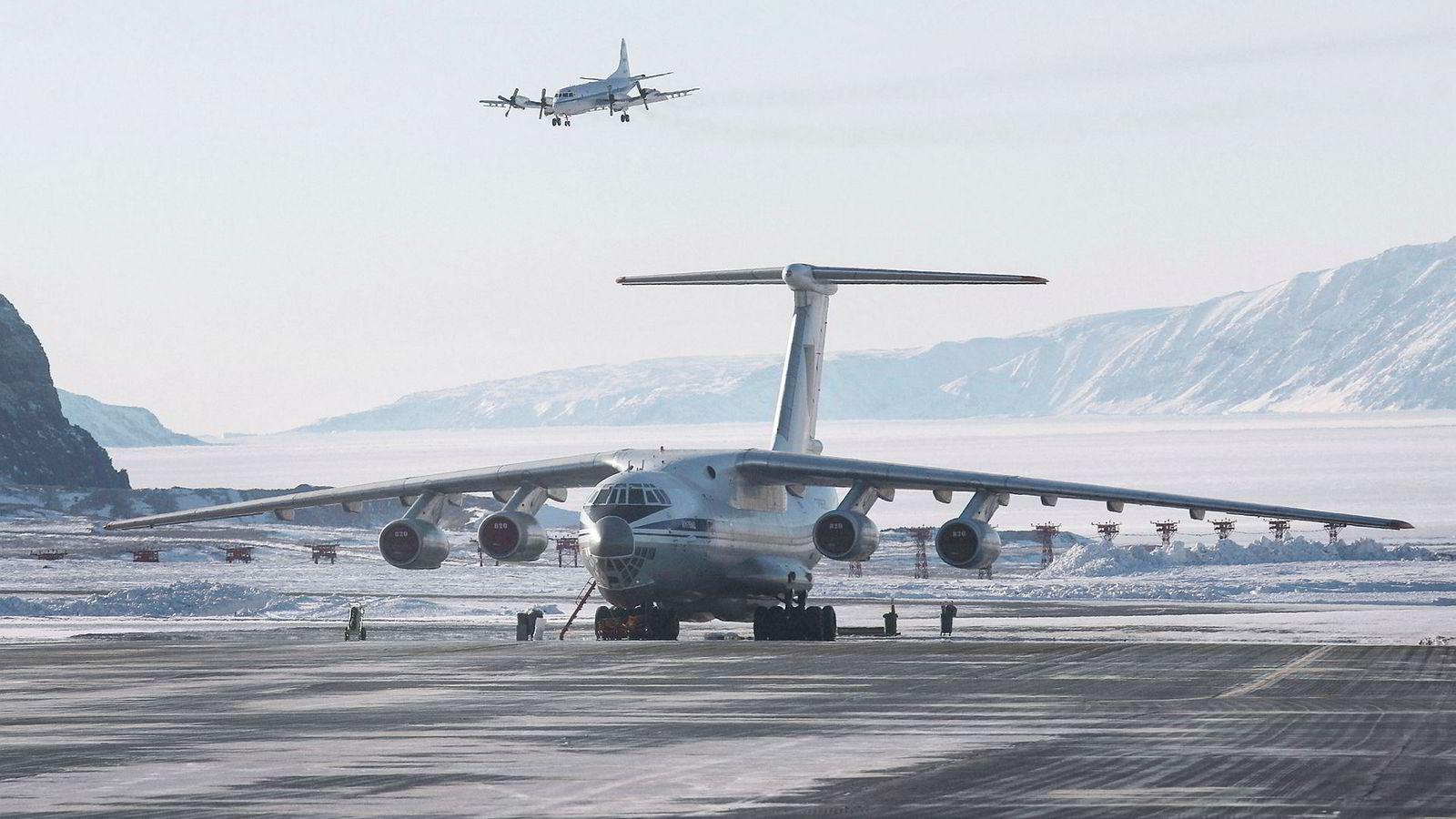Danmark vurderer å utplassere jagerfly på Grønland. Bildet viser flybasen Thule på Grønland.