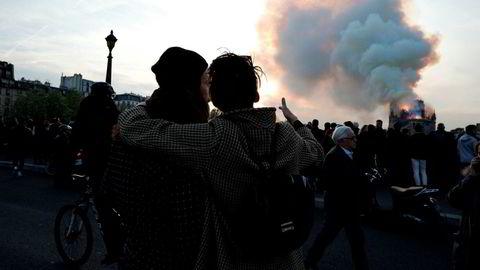 Notre-Dame ble ødelagt i en kraftig brann mandag kveld.