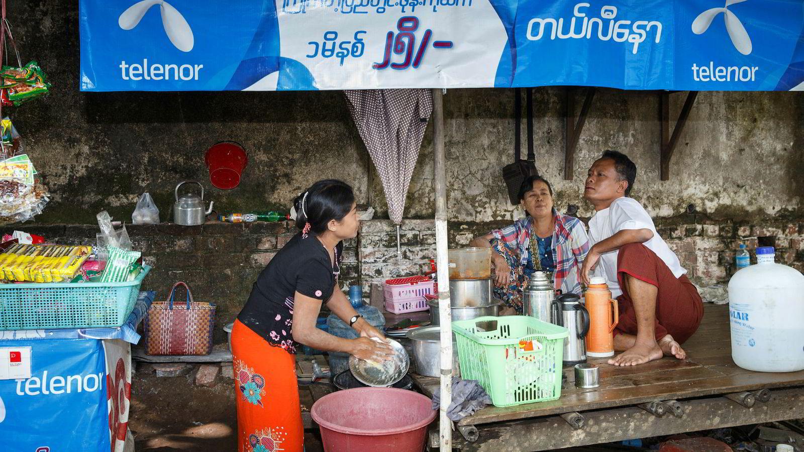 Telenor Myanmar jobber for å få åpnet mobilnettet i flere områder i delstatene Rakhine og Chin. Her fra Telenor-reklame i Myanmars hovedstad Yangon.