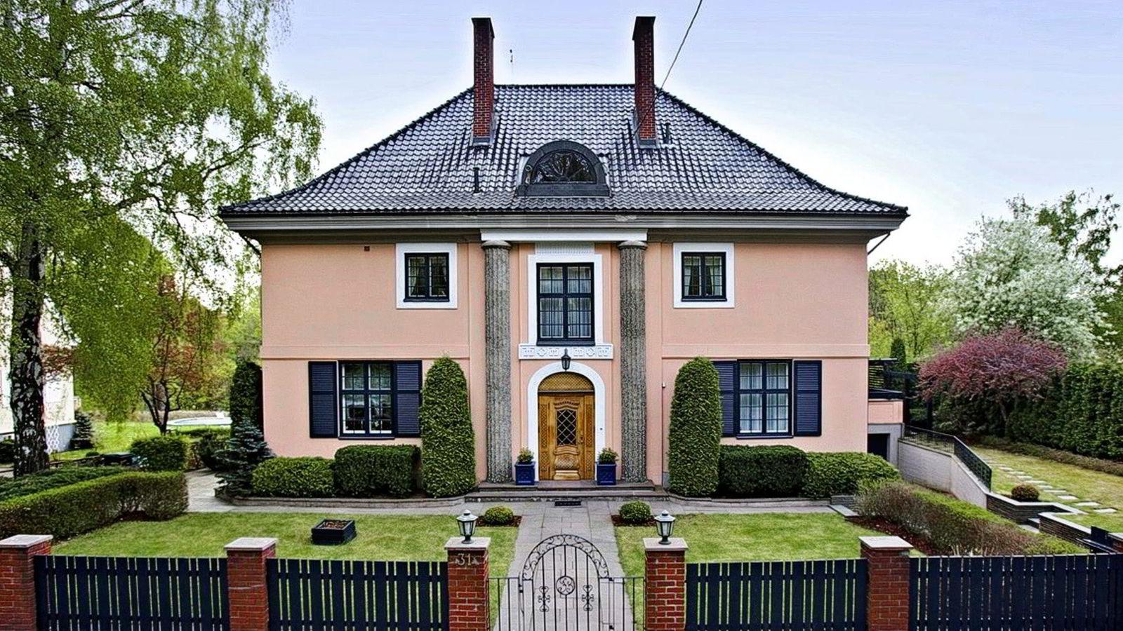 Interessen for denne murvillaen i Madserud Allé i Oslo har vært svært stor, ifølge eiendomsmegler Nils O.M. Nordvik. Villaen er lagt ut med en prisantydning på 33 millioner kroner.