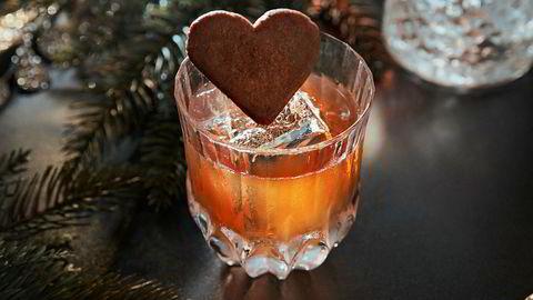 Smak av jul. Du kan leke med klassikerne hvis du vet hva du gjør. Her er ISMs juleversjon av Old Fashioned.