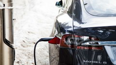 Nå blir forsikringen dyrere for de som eier elbil.