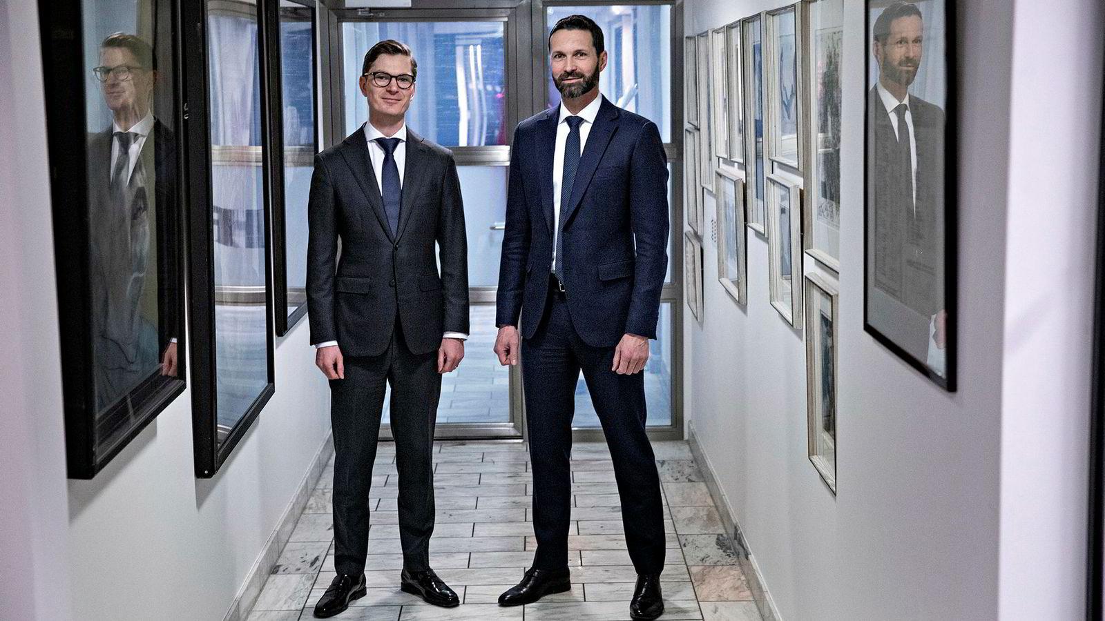 Porteføljeforvalterne Arne Simensen (til venstre) og Erlend Lødemel i Fondsfinans tror verdensøkonomien vil vokse saktere i år enn i fjor, men ser likevel lyst på markedsutsiktene.