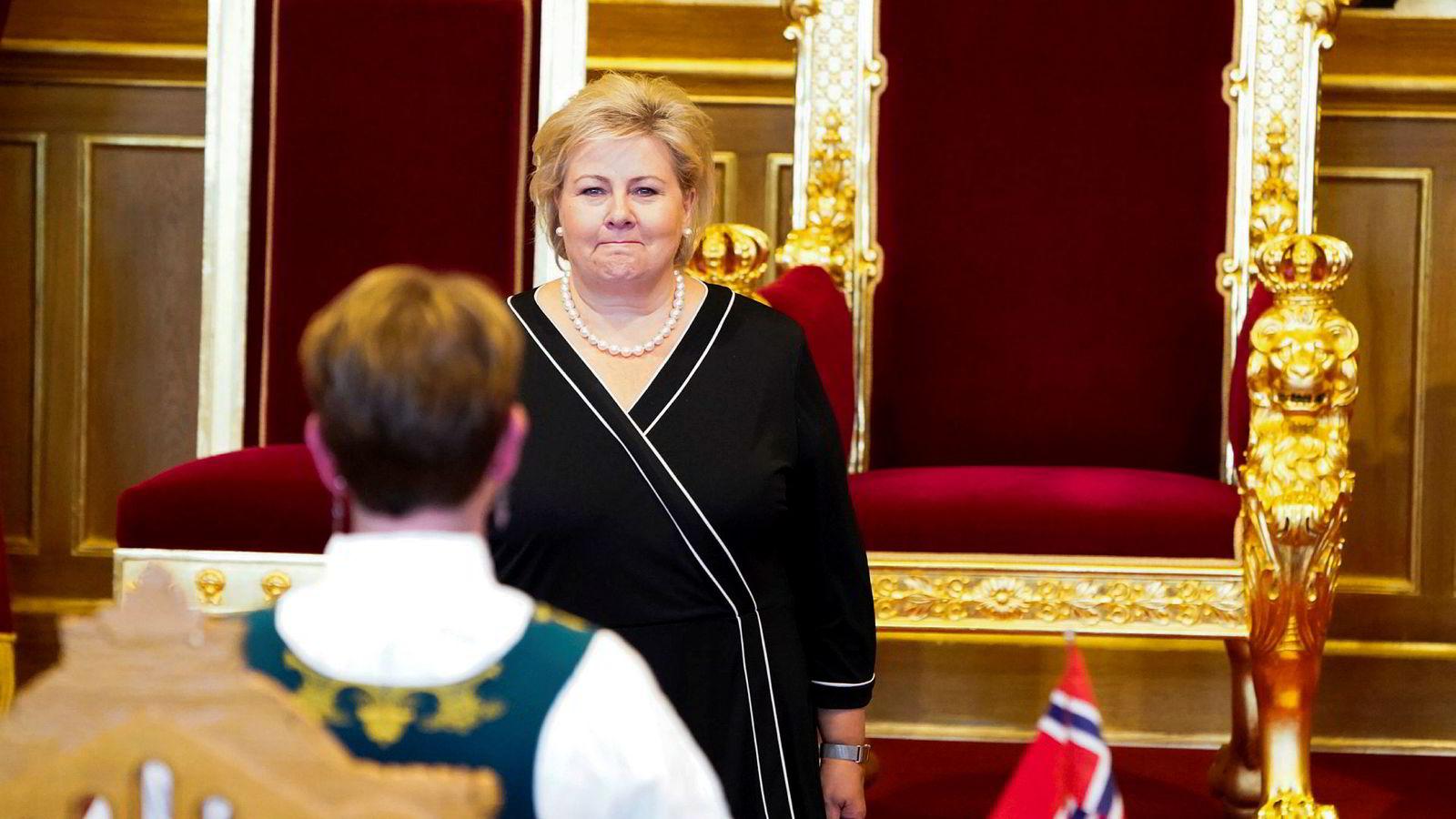 Statsminister Erna Solberg (H) hilser stortingspresident Tone W. Trøen under åpningen av det 164. Storting. En viktig årsak til at Høyre vil styre en så lav andel av befolkningen de neste fire årene, er at de har mistet makten i de største kommunene og byene.