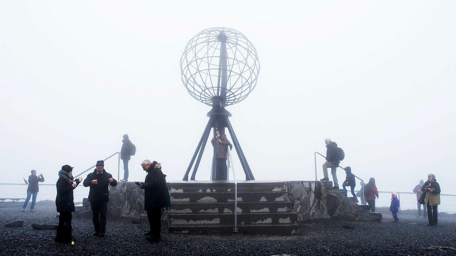 Mange har reagert på prisen for å slippe inn til Nordkapps turistperle. Det ble også påpekt da Island spurte Norge om erfaringene med turistskatt.