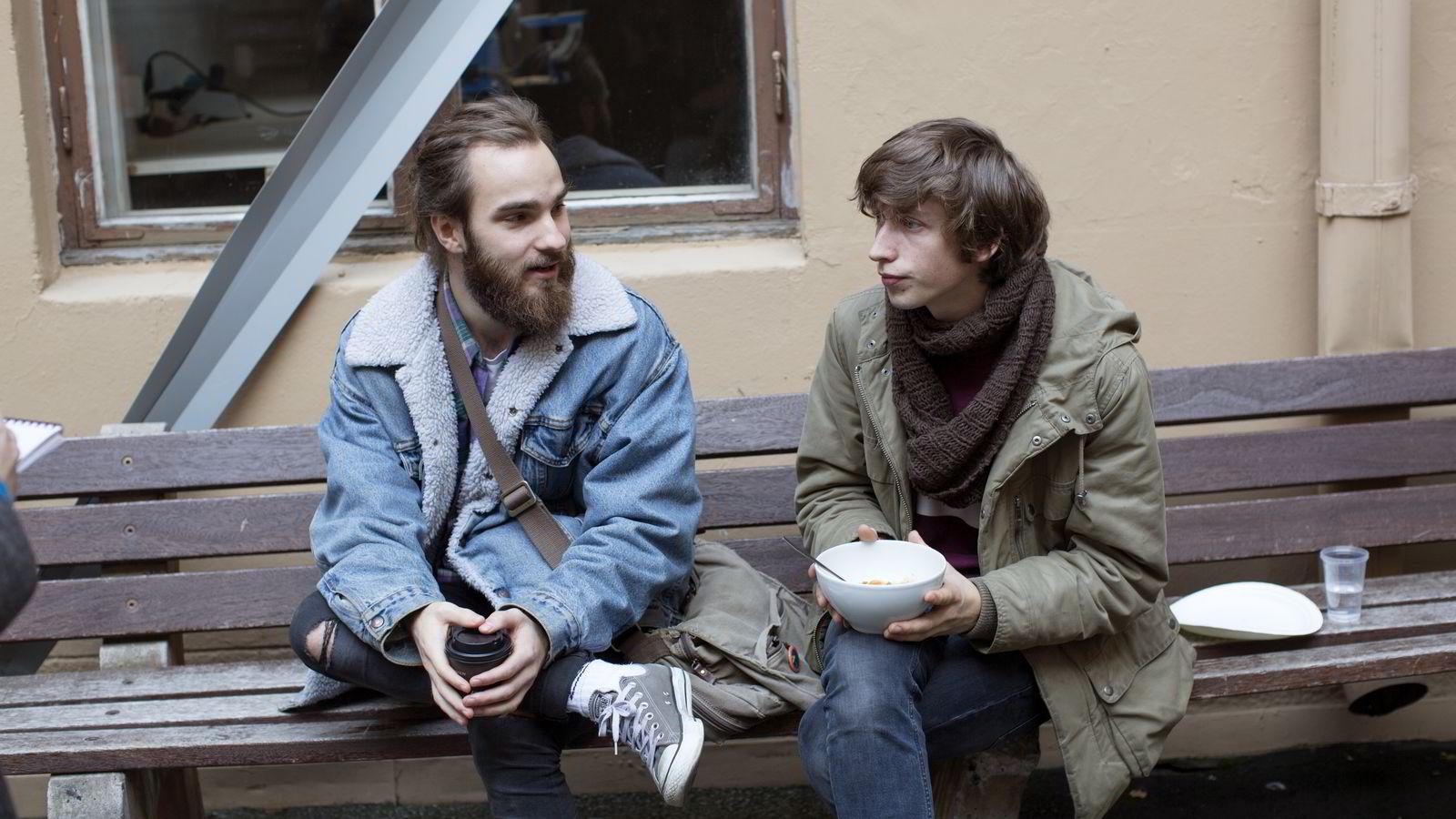 Populærmusikkstudentene Even Tekrø (23) og Hans Olav Settem (21) ved  Westerdals Oslo ACT ønsker svar på flere spørsmål rundt fusjonen og DNs oppslag lørdag. Foto:
