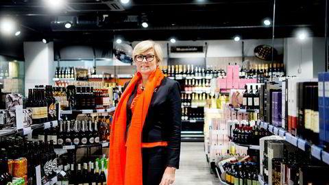 Hilde Britt Mellbyes ektemann, Knut Collett Mellbye, var i en periode aksjonær i selskaper som leide lokaler til Vinmonopolet.
