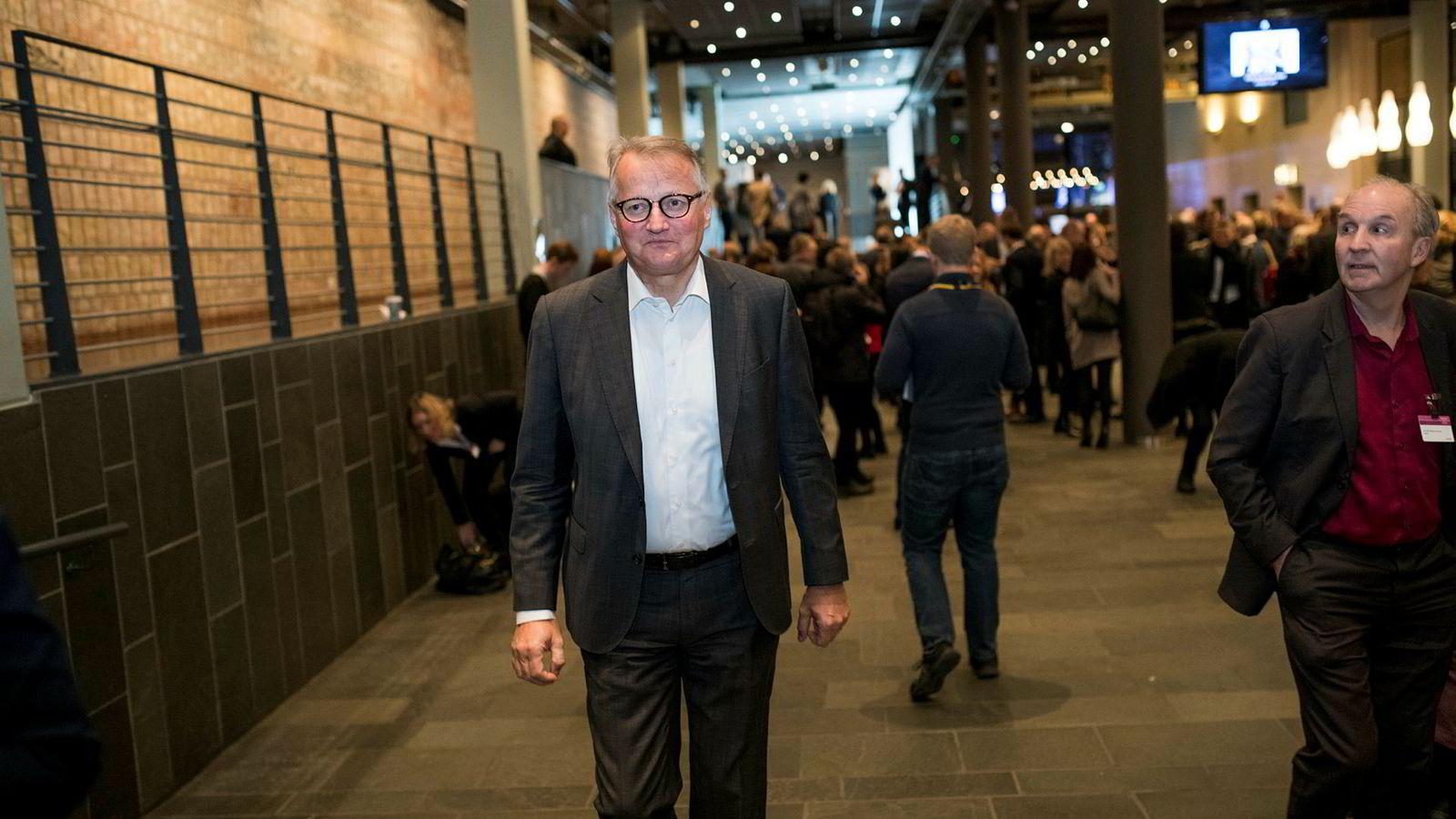 – Jeg synes at norsk økonomi ser veldig robust ut, sier DNB-sjef Rune Bjerke, men han frykter geopolitiske sjokk fra utlandet. Her er han på vei inn på NHOs årskonferanse tirsdag morgen.
