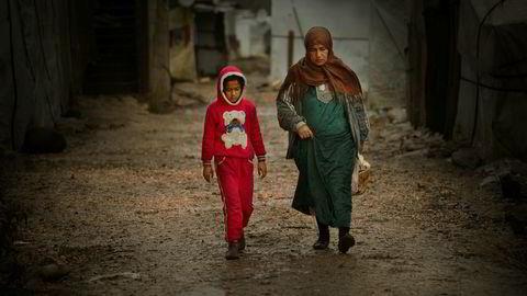 Stadig flere syriske flyktninger i Libanon lever i dyp fattigdom, konstaterer FNs høykommissær for flyktninger (UNHCR). Disse krigsflyktningene lever i en provisorisk leir i Semmaqiyeh nord i Libanon. Foto: Nils Inge Kruhaug / NTB scanpix