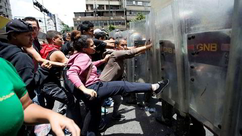 Skyhøy inflasjon og matmangel bidrar til uro og demonstrasjoner i Venezuela.