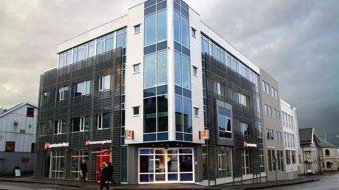 Moody's nedgraderer utsiktene til Sparebanken Vest, SR-Bank, Sparebanken Sør og Sparebanken Sogn og Fjordane. Her Sparebanken Vests kontor i Haugesund. Foto. SPV