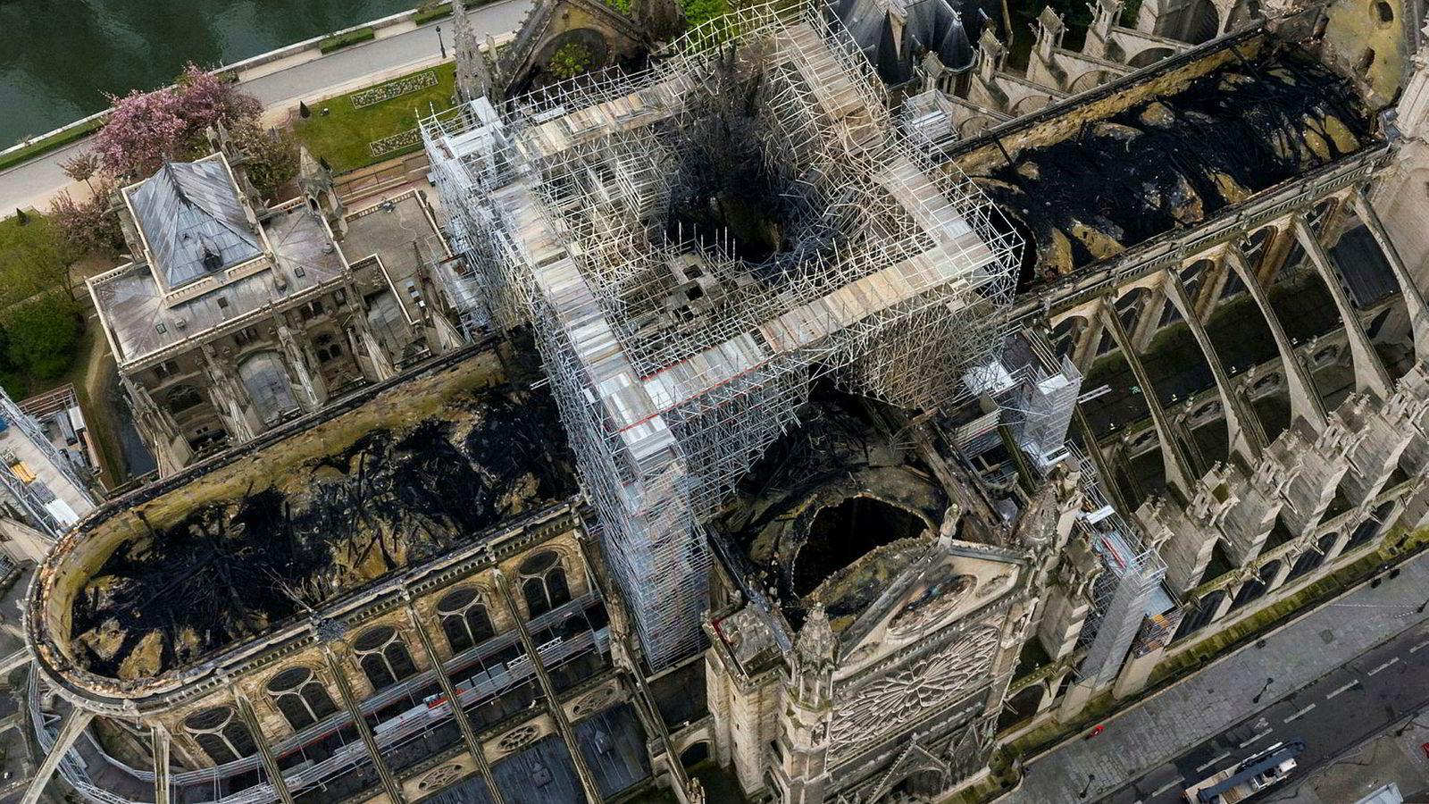 Arkitektkontoret Snøhetta vurderer å delta i arkitektkonkurransen om å tegne nytt hovedspir på Notre-Dame, etter at spiret ble ødelagt i den voldsomme brannen for få dager siden.