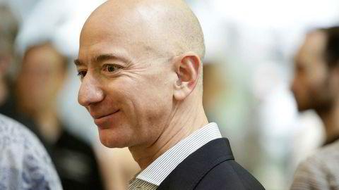 Amazon-sjef Jeff Bezos regnes som klodens rikeste person. Etter de gode resultatene torsdag kveld ligger han an til å bli enda rikere. Foto: JASON REDMOND/AFP/NTB Scanpix
