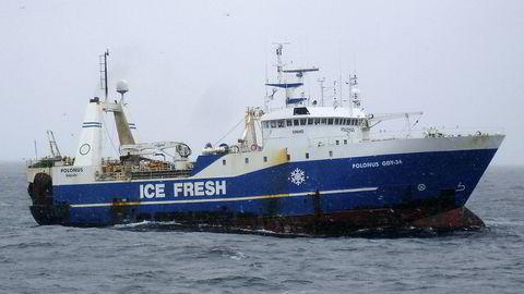 I 2007 ble en polske tråleren «Polonus» oppbrakt av Kystvakten under fiske i Fiskevernsonen rundt Svalbard. Vinteren 2017 ble det latviske fartøyet Senator arrestert av norske myndigheter etter å ha fanget krabbe utenfor Svalbard – med lisens fra EU.