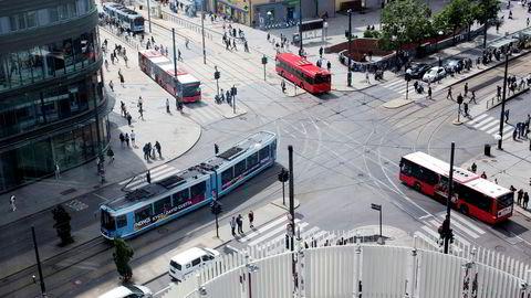 Oslo er blant de raskest voksende urbane områdene i Europa. Hovedstaden har voksesmerter i alle ledd: Kloakk, søppel, vann, energi, transport med mer, skriver artikkelforfatteren. Her fra Oslo sentrum. Foto: Øyvind Elvsborg