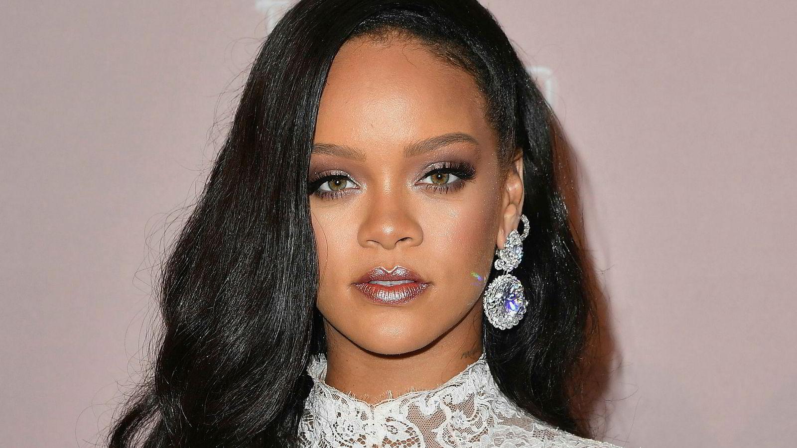 Rihanna kan nå smykke seg med tittelen verdens rikeste kvinnelige musiker.