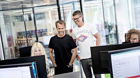 – Det var et godt år, masse hardt arbeid, veldig mye gøy, som resulterte i fine resultater, sier Jan Fredrik Karlsen (til høyre). Her sammen med sin forretningspartner Jens Nesse og kollegene ved All-In-kontoret på Aker Brygge.