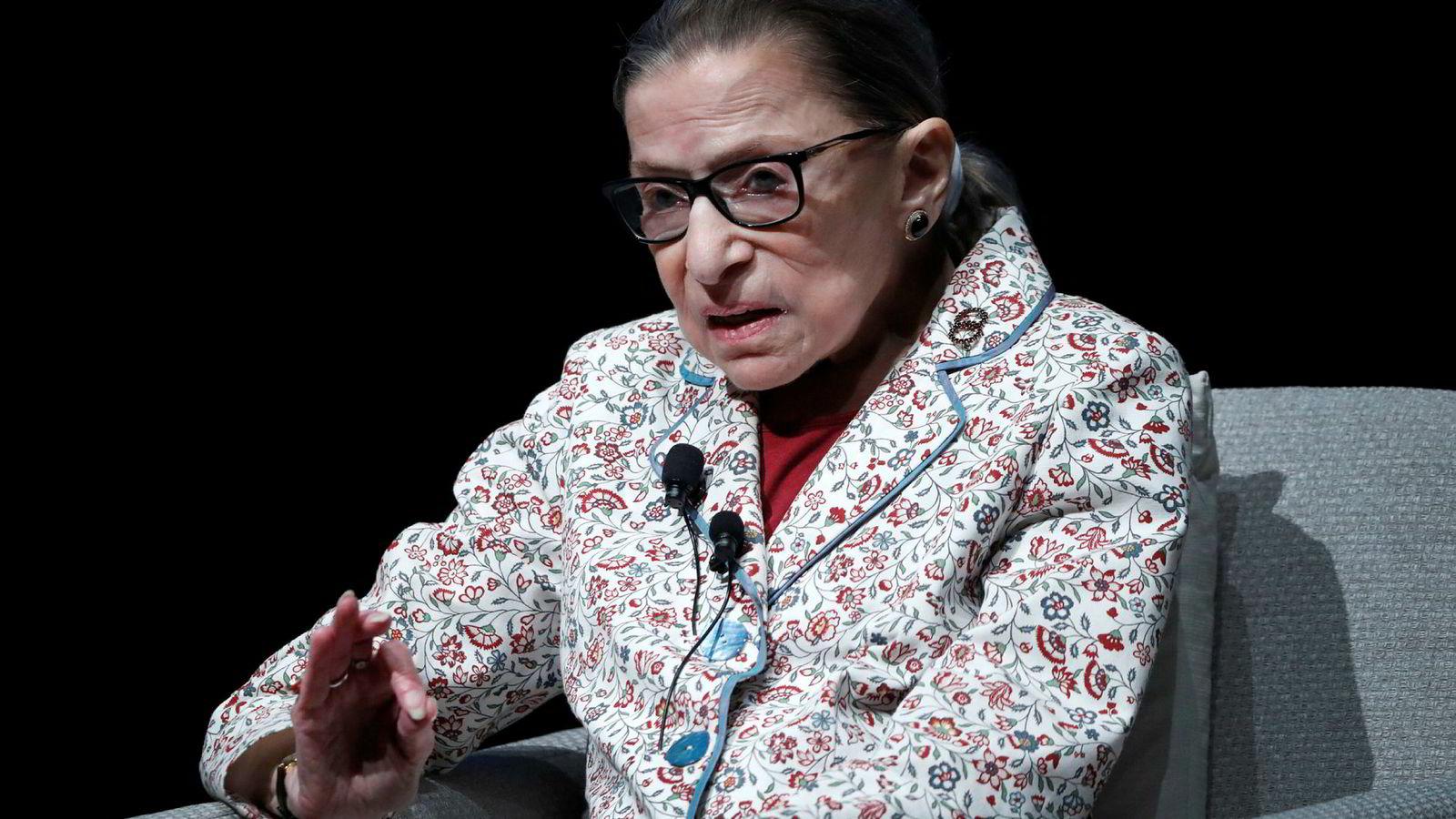 USAs høyesterett har godkjent loven fra president Donald Trump som vil forhindre de fleste migranter fra Mellom-Amerika å søke asyl i USA. Høyesterettsdommer Ruth Bader Ginsburg tilhørte mindretallet som tok dissens.