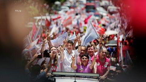 Venstresidens kandidat Fernando Haddad har hatt en bemerkelsesverdig fremgang de siste ukene, og han er nå favoritt til å bli Brasils neste president. Her under et valgmøte i Manaus denne helgen.