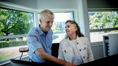 Janniche Rognes Johansen (65), seniorrådgiver HR og Knut Helgesen (64), rådgiver innenfor vannkraftprosjektering, i Norconsult benytter seg av bedriftens tilbud om privatøkonomisk rådgivning til de ansatte.