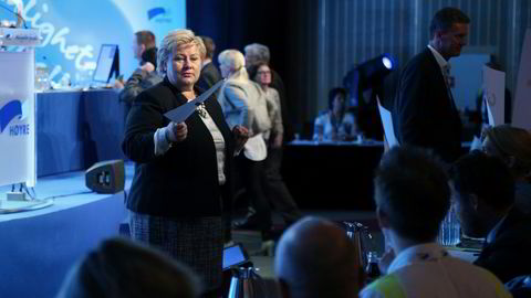 VELTE. Erna Solberg vil ikke flytte bestilleransvaret for lokaltogtrafikken. Foto: Audun Braastad/