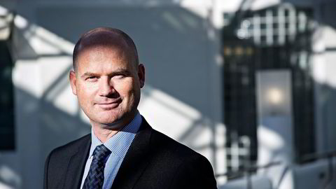 Aksjestrateg Erik Roland i Nordea holder seg fortsatt unna oljeaksjer som Statoil, men satser på flytende naturgass.                    Foto: Aleksander Nordahl