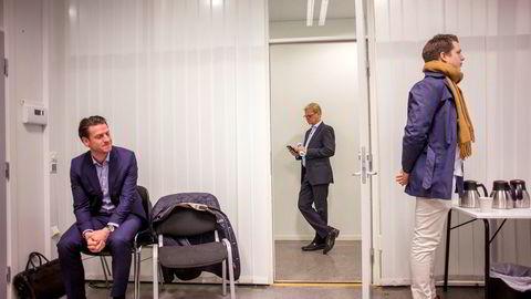 – Jeg er blitt spurt om jeg er blitt kastet. Jeg har valgt dette selv, og nå er det befriende, sier Fredrik Steenbuch (midten) til DN.