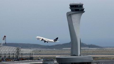 Et fly fra Turkish Airlines tar av fra den nye flyplassen i Istanbul.