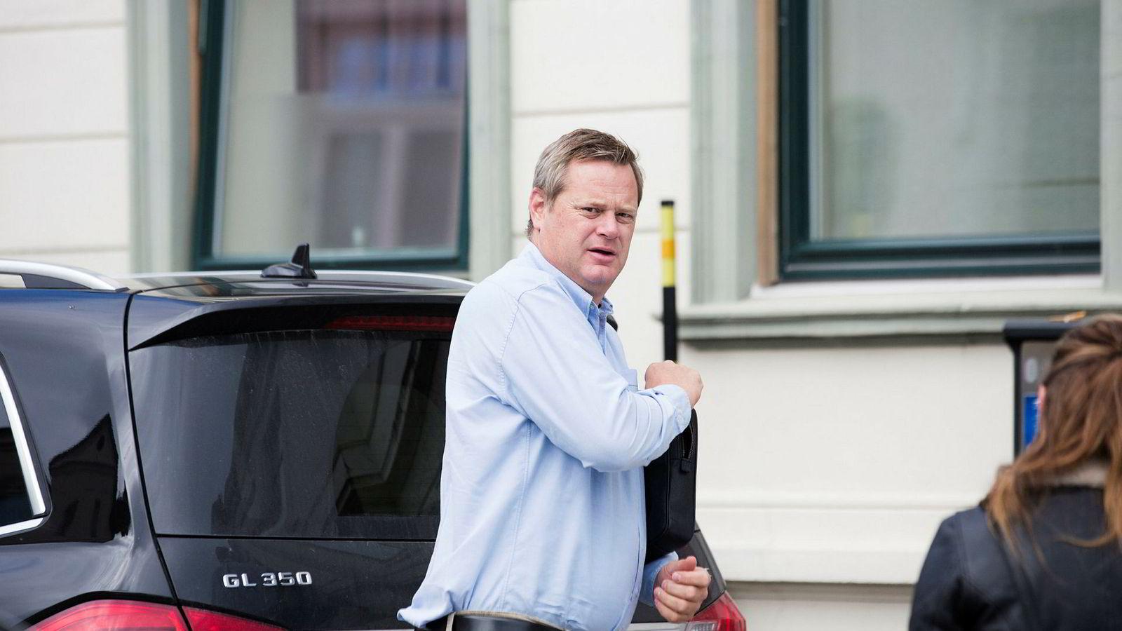 Einar Aas måttet selge unna eiendommer for å tilfredsstille kreditorer etter at kraftveddemål slo fullstendig feil høsten 2018. To av hans kompanjonger fikk imidlertid et godt år da 2018 skulle summeres opp.