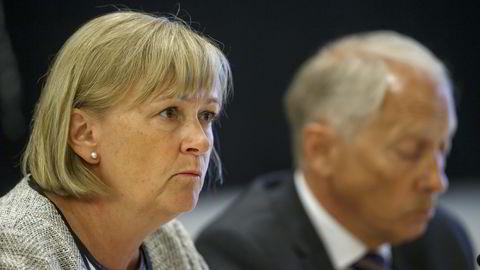 Anne Helsingeng  (Deloitte) og Ingebret G. Hisdal (Deloitte) under den åpne høringen  om VimpelCom-saken  i Kontroll- og konstitusjonskomiteen på Stortinget fredag. Foto: Cornelius Poppe /
