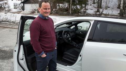 Knut Arne Marcussen, informasjonssjef i Nissan Norge, med den nye generasjonen Leaf som allerede nå er Norges mest solgte bil.