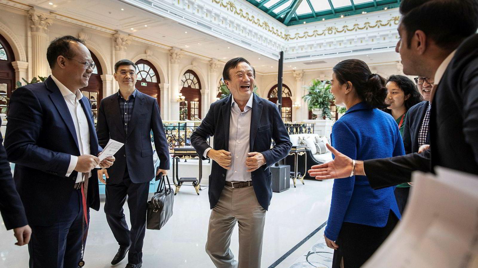 Huaweis grunnlegger Ren Zhengfei har gitt flere intervjuer den siste uken enn han har gjort gjennom hele selskapets levetid. Selskapet er under press og hans datter risikerer utlevering til USA.