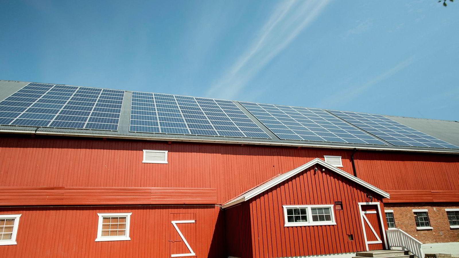 Vindkraft må produseres der (og når) det blåser, sol der solen skinner, vannkraft der det kan bygges dammer. De færreste land har alt dette tilgjengelig samtidig.
