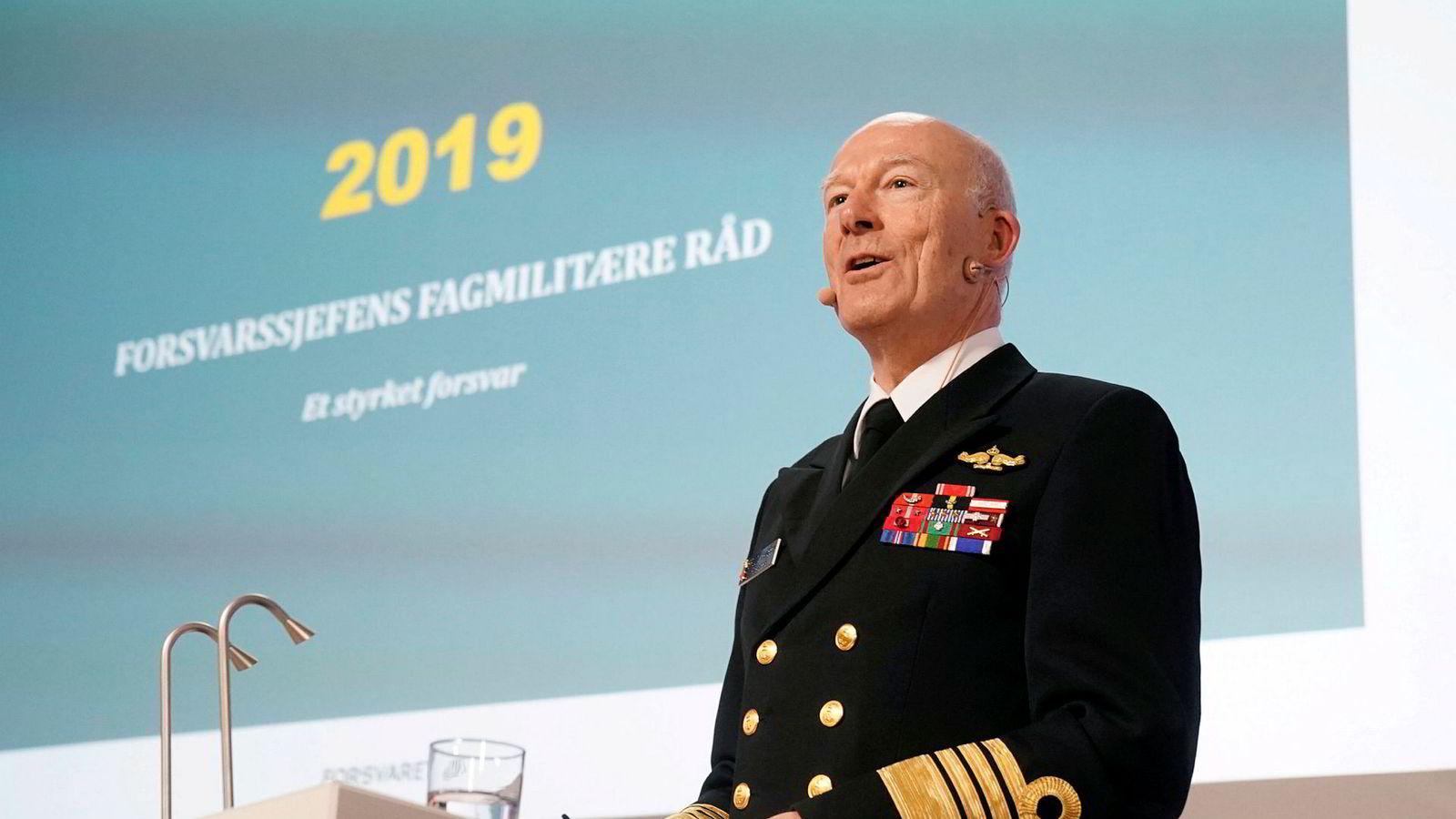 Forsvarssjef Haakon Bruun-Hanssen (bildet) presenterte tirsdag sitt fagmilitære råd til regjeringen. Forsvarsminister Frank Bakke-Jensen vil følge opp med en ny langtidsplan for Forsvaret til våren neste år.