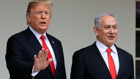 Benjamin Netanyahu vil oppkalle en bosetting på Golanhøydene etter Donald Trump. Bildet er fra Netanyahus besøk i Det hvite hus i mars.