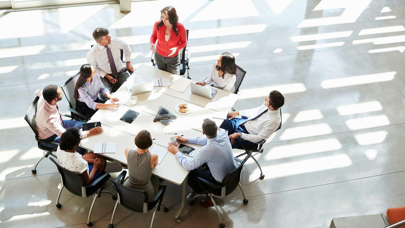 For å oppnå suksess som leder, må du anerkjenne at ledelse er et eget kompetansefelt. Da blir det naturlig stadig å utvikle egen lederkompetanse gjennom påfyll av ledelseskunnskap, og å reflektere over egen lederadferd.