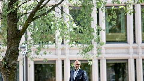 Tidligere investeringsdirektør i Oljefondet, Øyvind Schanke (50), mener regjeringen må hanke inn skarpskodde medlemmer fra utlandet til hovedstyret i Norges Bank.