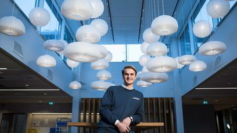 – Vi vet ikke nå hva blokkjede skal brukes til i Schibsted, men det er en teknologi som kan bety mye på sikt, sier Fredrik Haga, tidligere trainee i Schibsted. Nå har han tittelen «trend manager for blockchain».