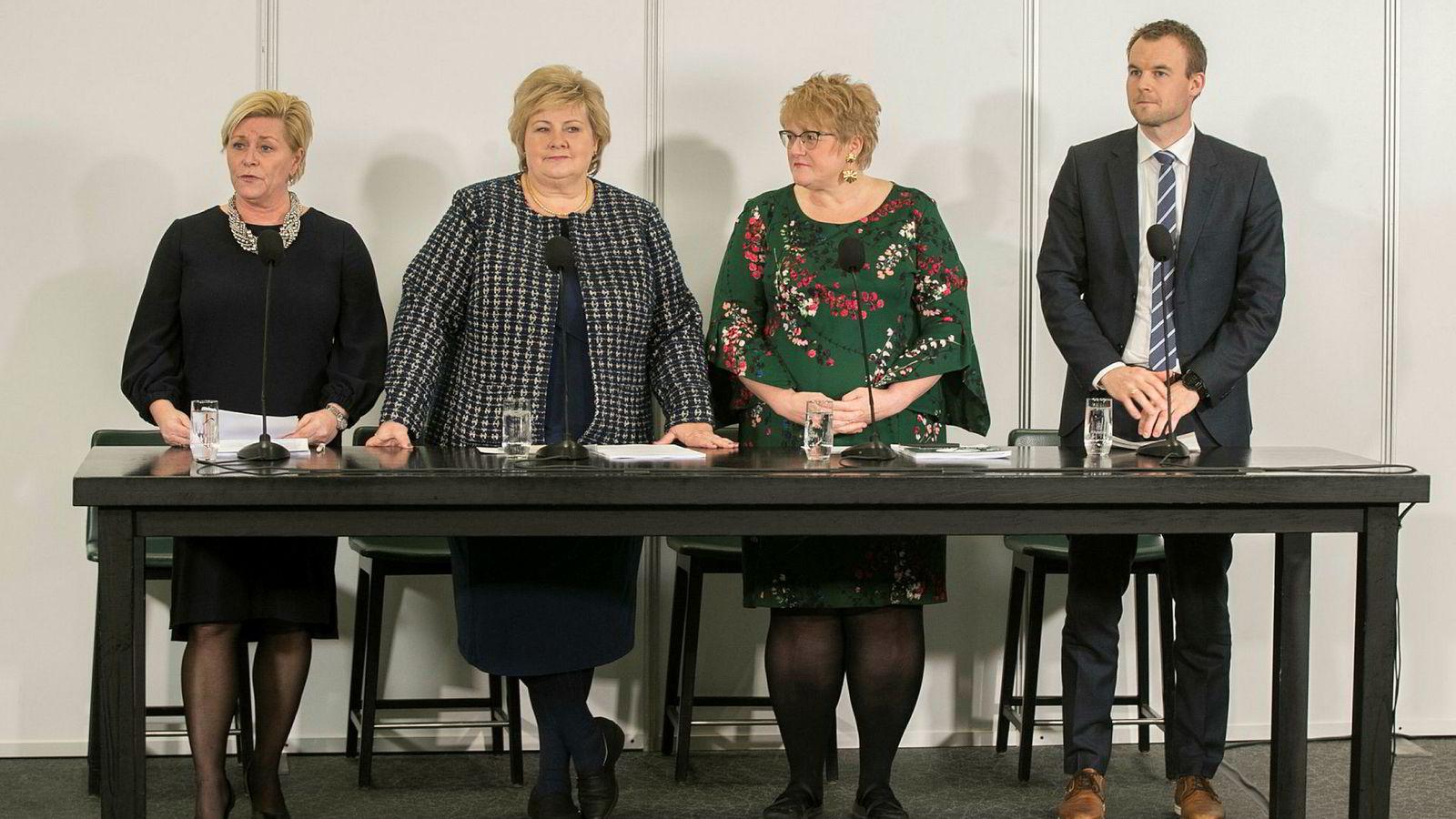 Finansminister Siv Jensen, statsminister Erna Solberg, kulturminister Trine Skei Grande og nestleder i Krf (nå barne- og familieminister), Kjell Ingolf Ropstad, holdt pressekonferanse om den fremforhandlede regjeringsplattformen tidligere i januar.