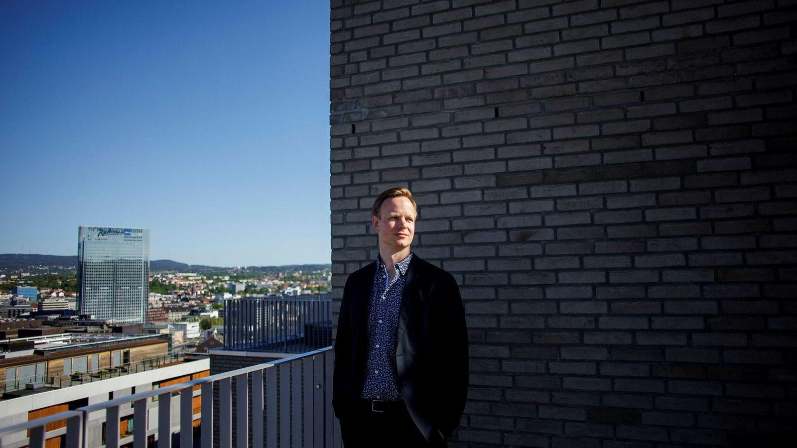 Terje Fjeldvær, leder for avdelingen som jobber med bedragerisaker i DNB, har anmeldt Option Stars Global til politiet.