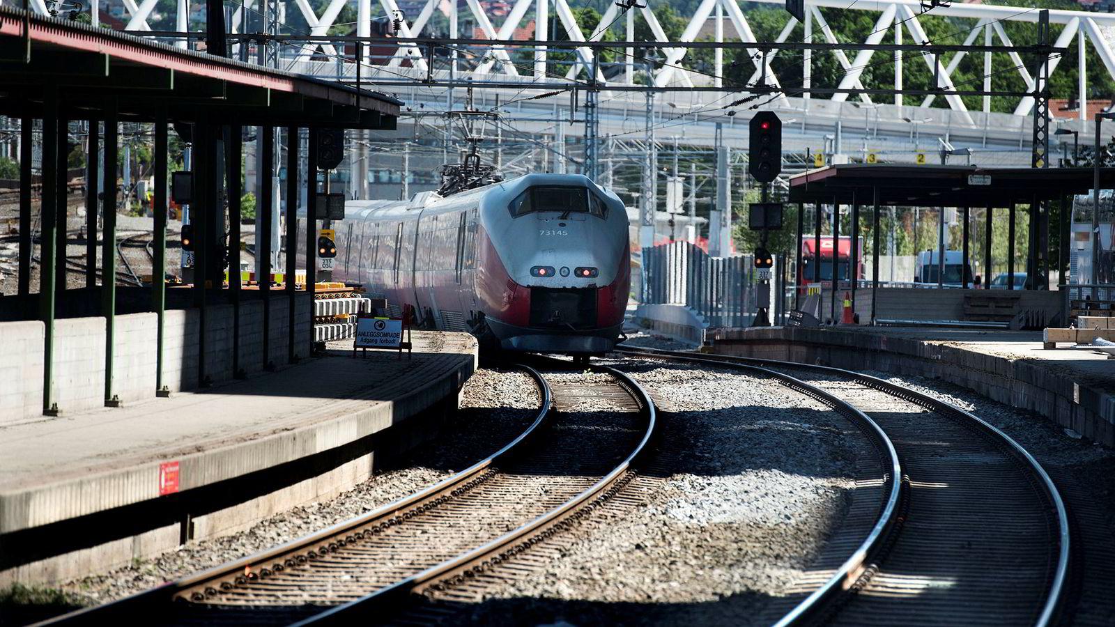 Regjeringen vil bevilge til sammen 27 milliarder kroner til ulike jernbaneprosjekter i statsbudsjettet for 2019.