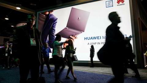 Trump-administrasjonens kampanje er omfattende. I USA har butikker sluttet å selge Huawei-telefoner og modemer. Bildet er fra en stor teknomesse i Las Vegas tidligere i år.